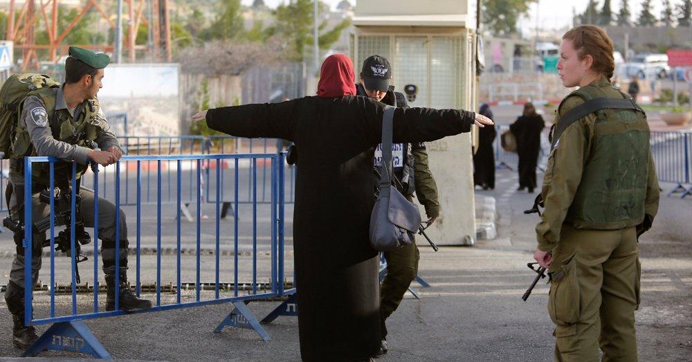 İsrail haber kameramanını gözaltına aldı