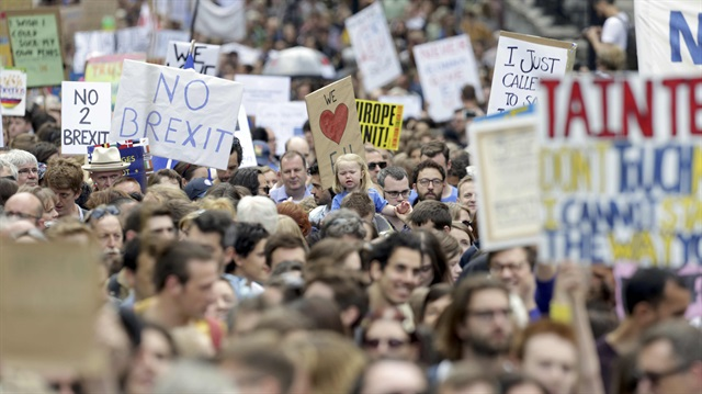 Londra'da binlerce kişi 'Brexit'i protesto etti