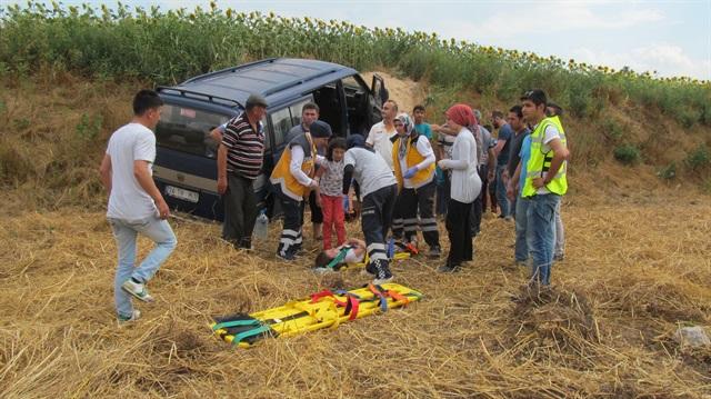 Panelvan devrildi: 7'si çocuk 11 yaralı
