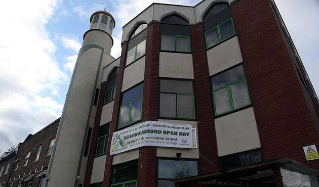 Londra'da camiye çirkin saldırı