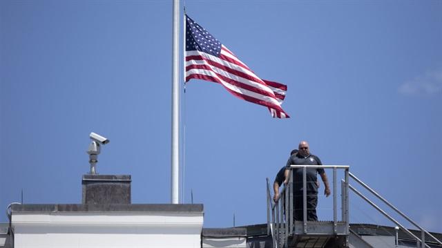 Beş kişinin öldüğü ABD'de bayraklar yarıya indirilecek