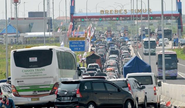 Endonezya'da trafik tıkandı, 12 kişi öldü!