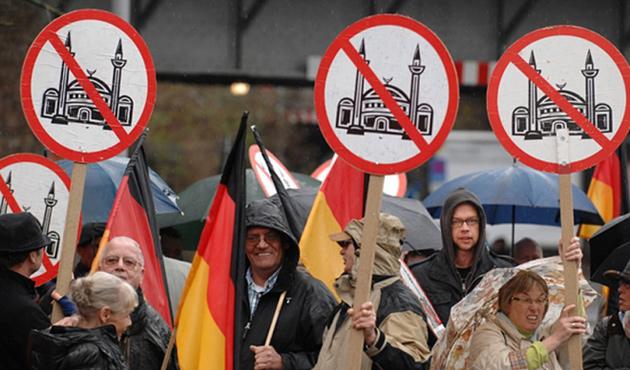 Avrupa'daki İslam karşıtlığı Doğu'ya kayıyor