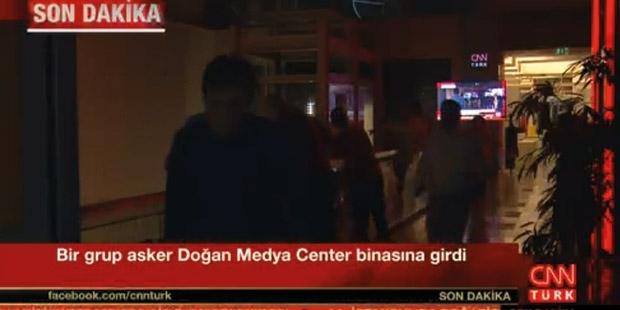 Darbecilerin müdahale ettiği CNN Türk yeniden yayında