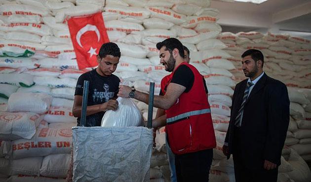 Gazze'ye gönderilen yardımlar dağıtılıyor