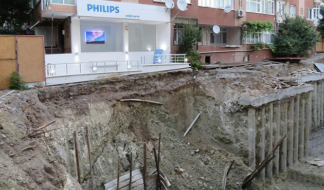 İstanbul'da toprak kayması; 3 apartman boşaltıldı