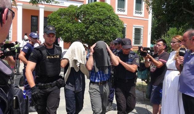 Yedi Türk daha Yunanistan'a sığındı