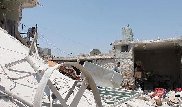 Rusya Suriye'de yine sivilleri vurdu