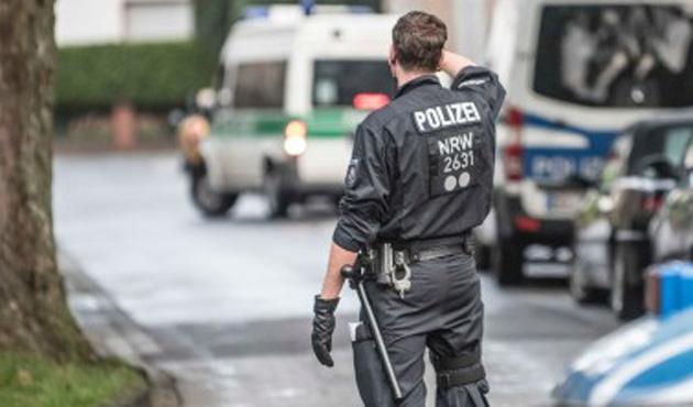 Almanya'da birçok şehirde polis baskını