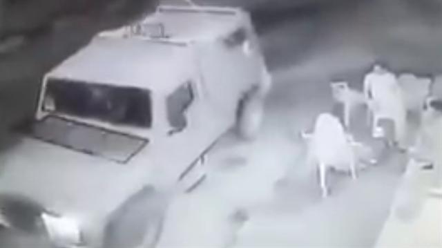İsrail askerleri kafede oturan Filistinlilere bomba attı