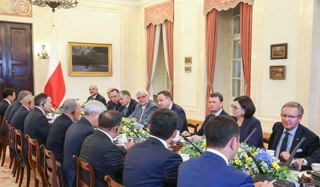 Nazarbayev Polonya'ya Kafkas koridorunu önerdi