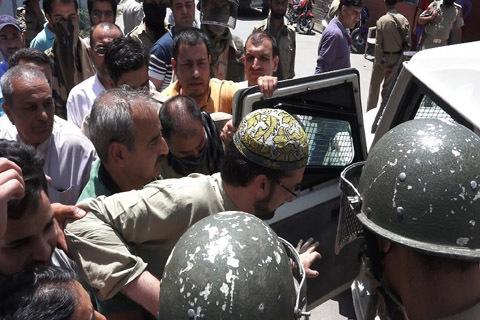 Keşmir Hürriyet hareketi lideri tutuklandı