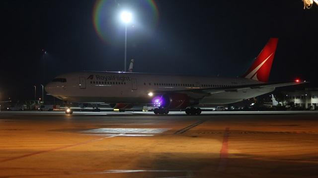 Rusya'nın ilk charter uçağı Antalya'da