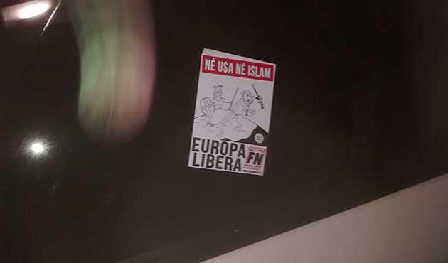 Kanada'da camiye ırkçı afiş