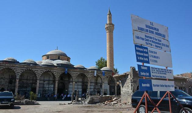 PKK'nın yaktığı tarihi camide restorasyon