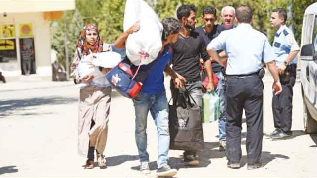 Bin 900 kişi Cerablus'a döndü