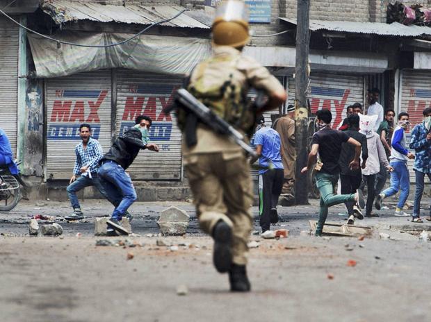 Keşmir'de çatışma: 17 ölü