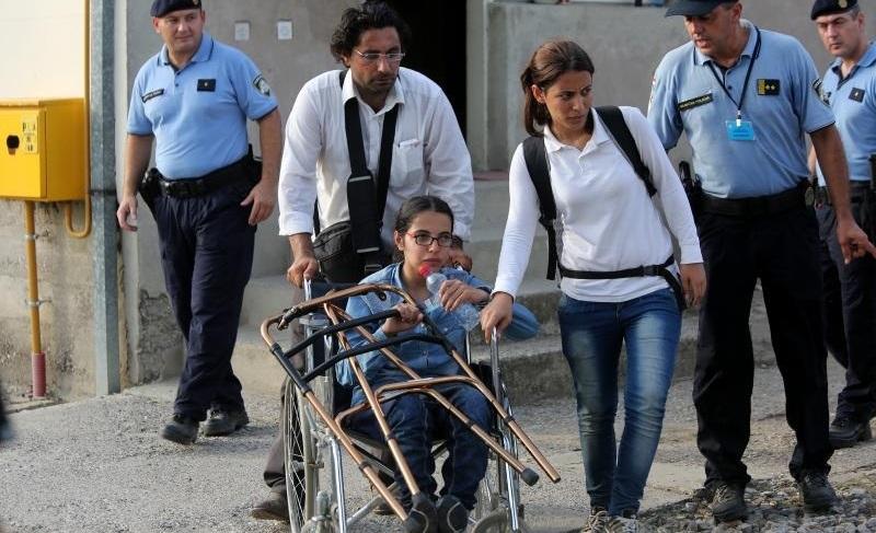 Suriyeli kız tekerlekli sandalyeyle binlerce km yol kat etti