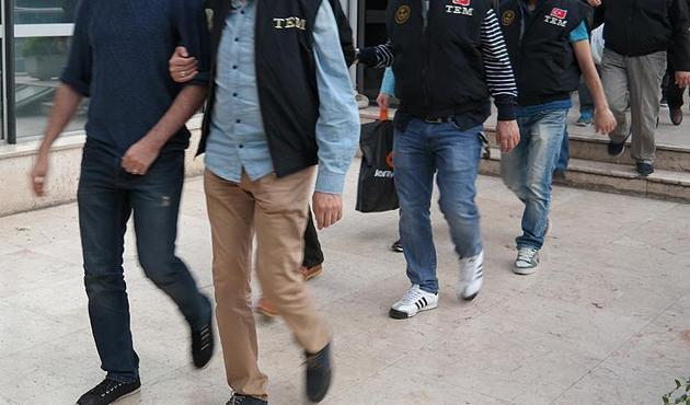 İzmir'de FETÖ operasyonu: 8 gözaltı