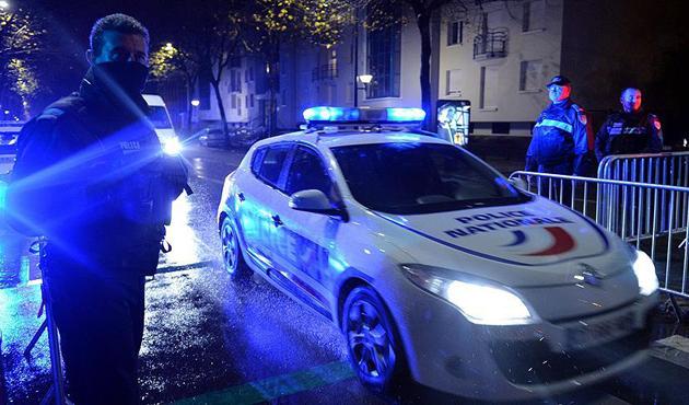Fransa'da başörtülü kadın öldürüldü