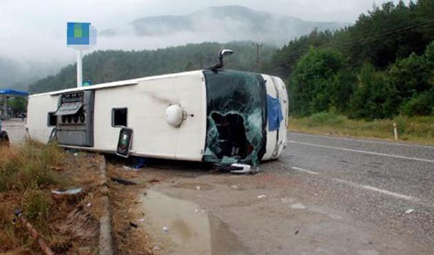 Gebze'de yolcu otobüsü devrildi: 1 ölü, 30 yaralı