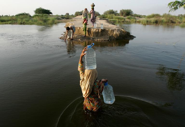 Pakistan İndus nehrine baraja tepkili