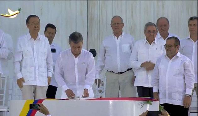 Kolombiya'da tarihi anlaşma törenle imzalandı