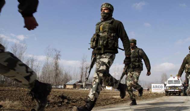 Hindistan Keşmir sınırından Pakistan'a girdi; İki ölü