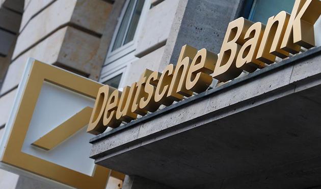 Fitch, Deutsche Bank'ın notunu düşürdü