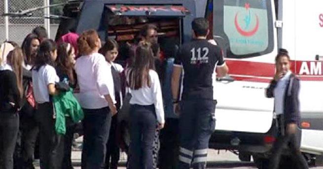Tıkanan kanalizasyona tuz ruhu döküldü, 25 öğrenci zehirlendi