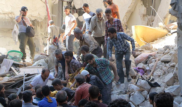 Rusya Halep'te yine sivilleri vurdu; 43 ölü