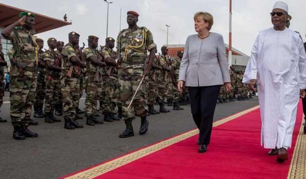 Merkel Mali'deki askerlerini ziyaret etti
