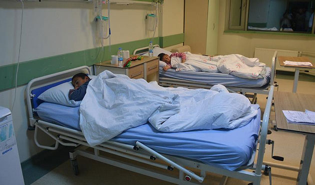 Ağrı'da zehirlenen 61 öğrenci hastanede