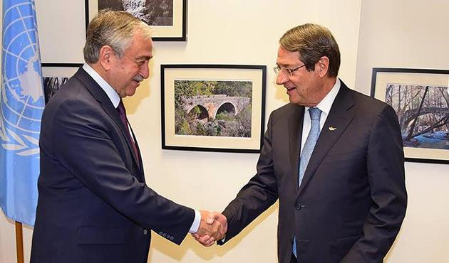 Kıbrıs'ta çözüm için görüşmeler sürecek