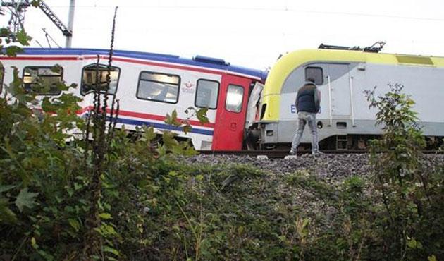 Sakarya'da iki tren çarpıştı