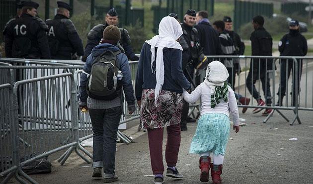 Calais'deki çocukların tahliye işlemi başladı