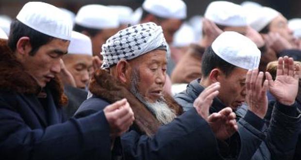 D. Türkistan'da camileri takip için 350 Çinli memur