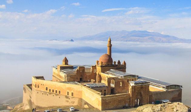 İshak Paşa Sarayı sis altında   FOTO