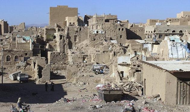 Suudi Arabistan Yemen'de hapishane vurdu; 45 Ölü