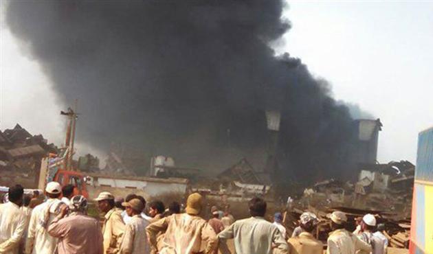 Pakistan'da patlama: 10 ölü 100 kişi mahsur