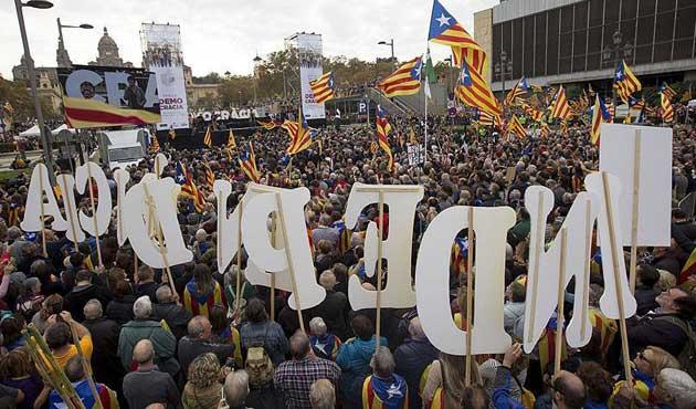 Bağımsızlık girişimi Katalonya'yı bölüyor
