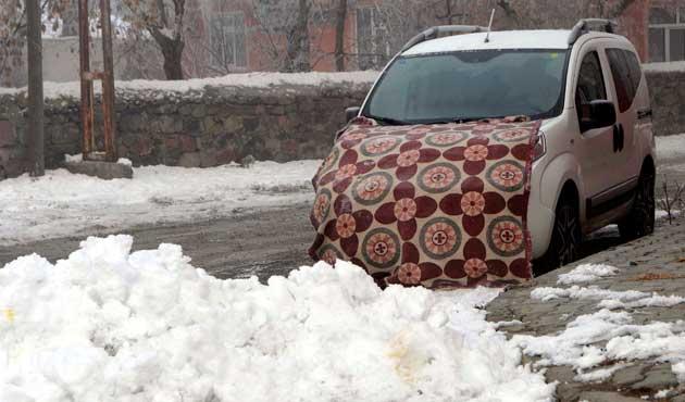 Kars sıfırın altında 32 dereceyi gördü