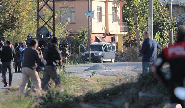 Adana'da 2. bombalı araç: Sürücü vurularak yakalandı