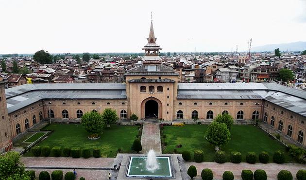 Keşmir'de dört ay sonra ilk kez cuma namazı