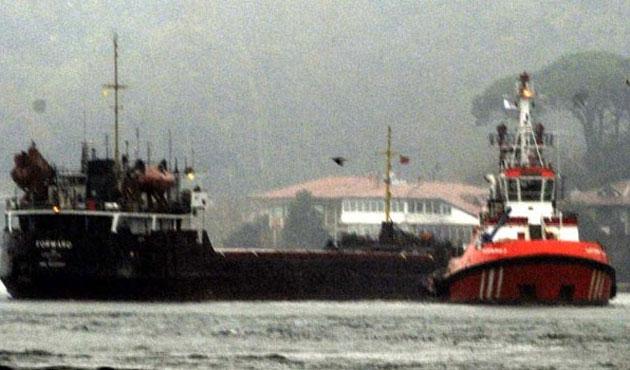 Boğazda rotadan çıkan tanker gemiye çarptı