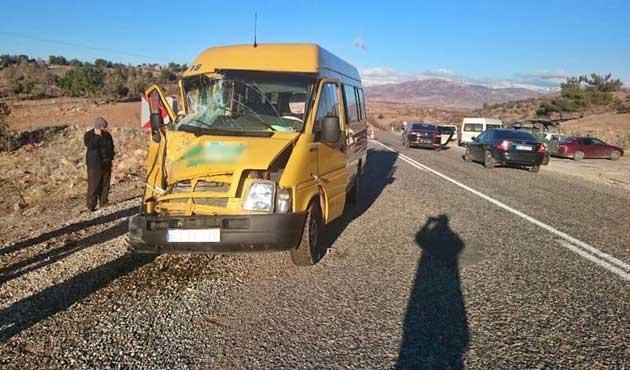 Muğla'da iki minibüs çarpıştı: 11 yaralı