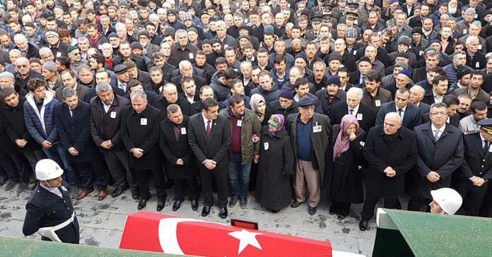 Şehit polisi Sinop'ta 10 bin kişi uğurladı