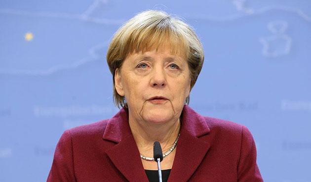 Almanya'da Merkel karşıtı mesaj tartışması