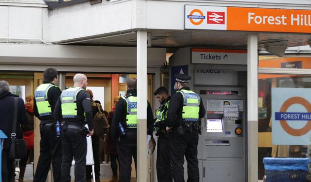 Londra'da tesettürlü kadına saldırı