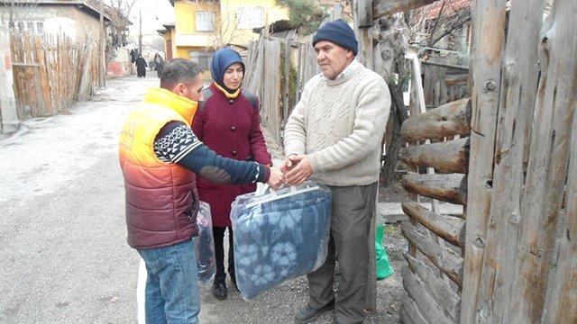 Uşak'tan Halep'e battaniye yardımı